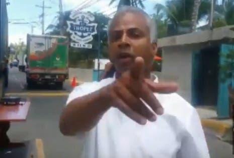 Agreden a periodista de Diario Libre cuando cubría embargo a restaurante