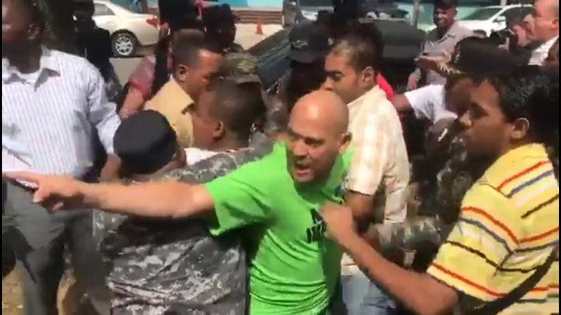 Policía impide miembros del Falpo instalen campamento frente a la Procuraduría