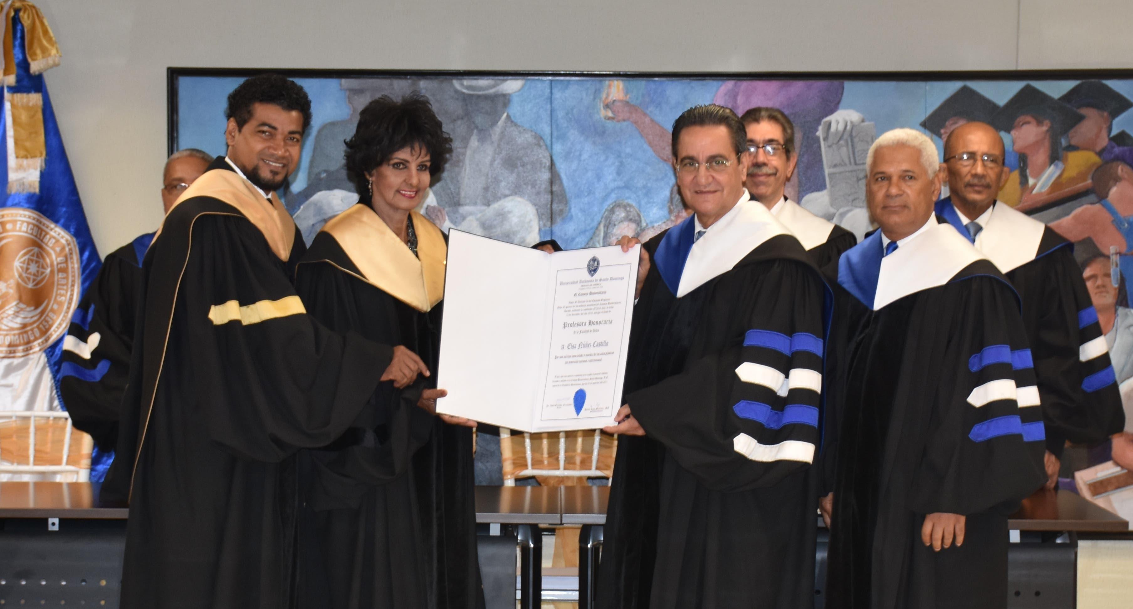 "UASD otorga título de ""Profesora Honoraria"" a pintora Elsa Núñez"