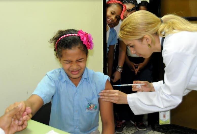 Ortiz explicó que mientras más joven se coloca la vacuna la respuesta  es mayor.