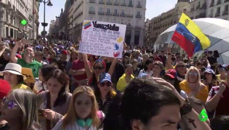 """Cientos de venezolanos protestan en Madrid contra la """"dictadura"""" de Maduro"""