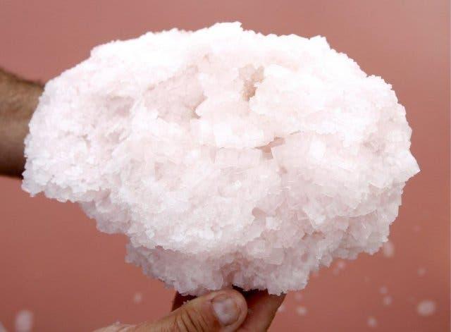 La sal yodada es la base para conseguir el yodo en nuestra alimentación. EFE/GUILLAUME HORCAJUELO