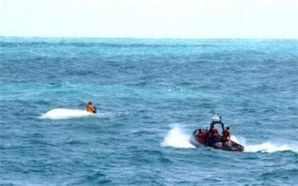 Rescatados dos ocupantes de yate que zozobró en el mar