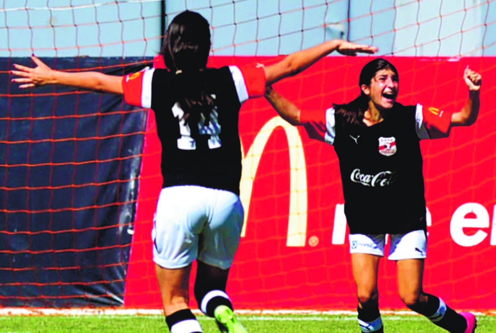CAROL MORGAN Campeón en fútbol femenino