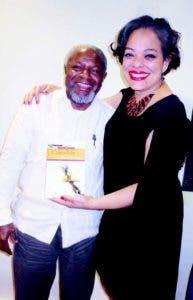 "Kianny Antigua presenta  su novela ""Caléndula"""