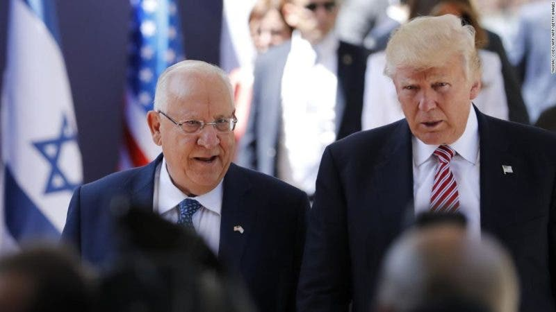 Melania rechaza con manotaso a Trump en su visita a Israel