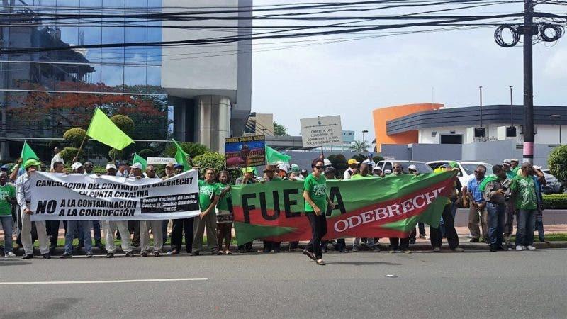 Marcha Verde protesta frente a Odebrecht
