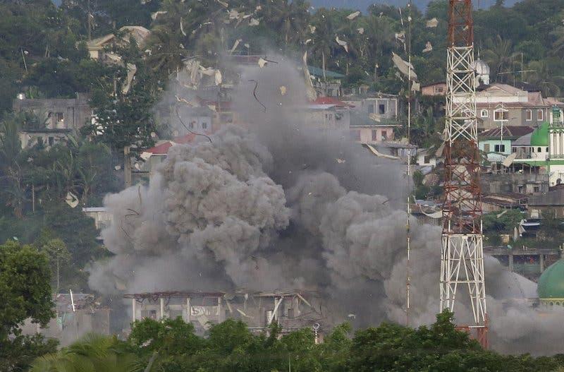 Mueren 13 marines filipinos en lucha con rebeldes en Marawi