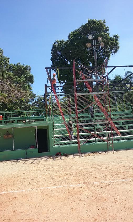 Cervecería construye gradas en estadio de los Jardines del Norte
