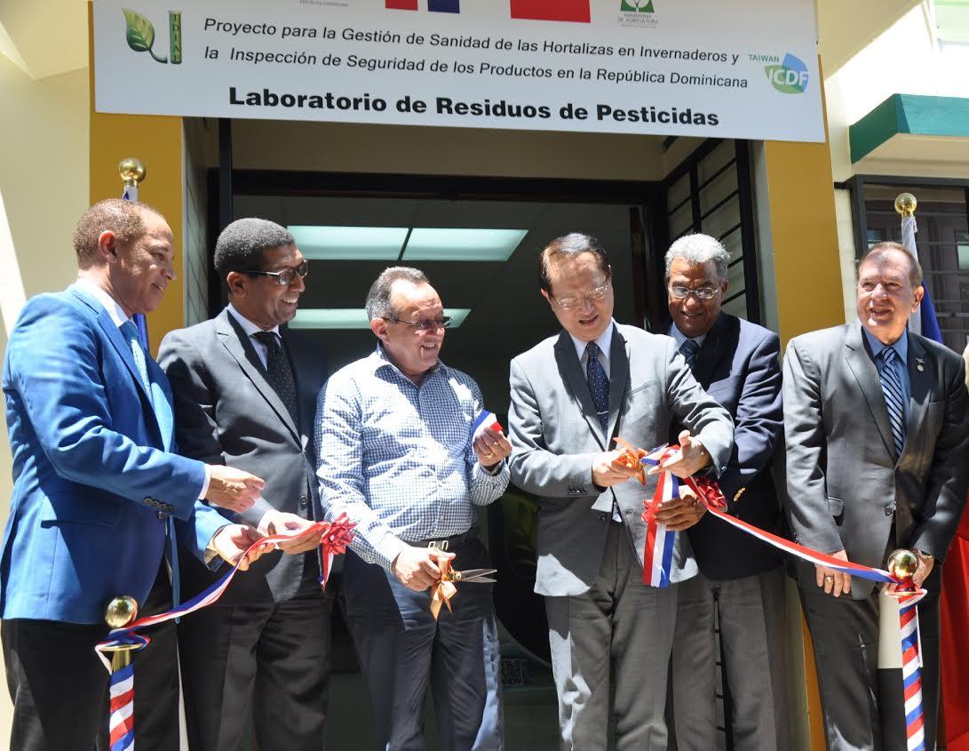 Taiwán entrega al país moderno laboratorio de residuos de pesticidas  con una inversión superior a 3.3 millones de pesos