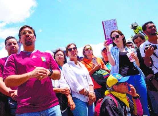 Oposición venezolana evalúa una