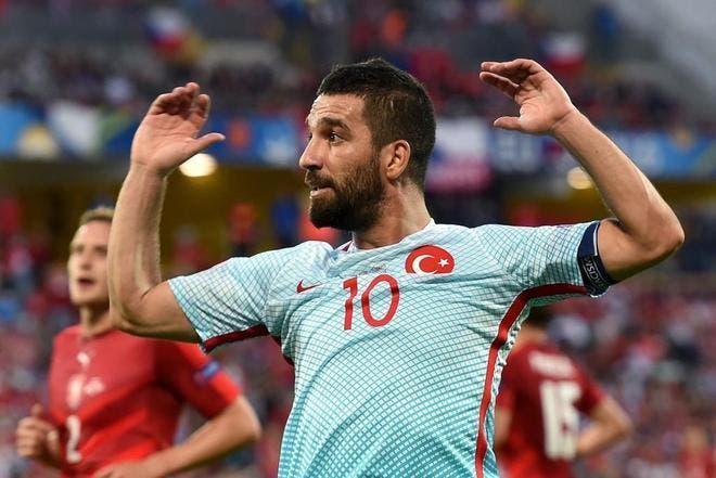 Arda Turan renuncia a la selección turca tras ser expulsado de la concentración