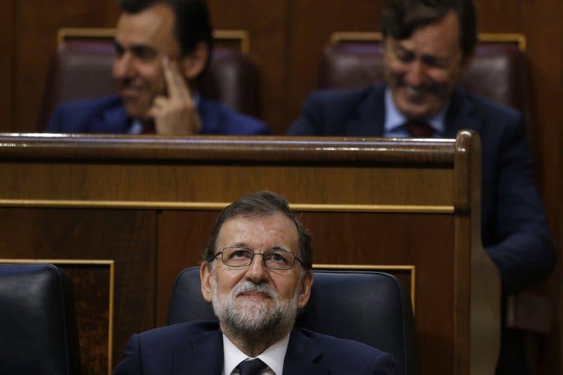 Líder español Rajoy se defiende de moción de censura