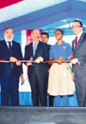 Presidente inaugura dos escuelas en Santo Domingo Este