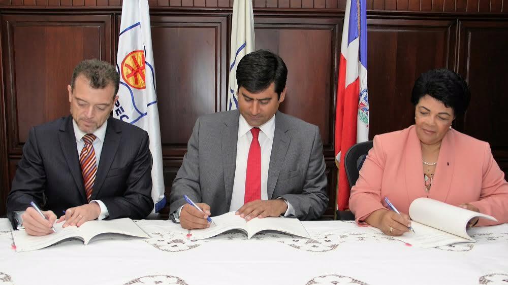FUNDAPEC y BEI firman acuerdo para financiar estudios jóvenes de escasos recursos