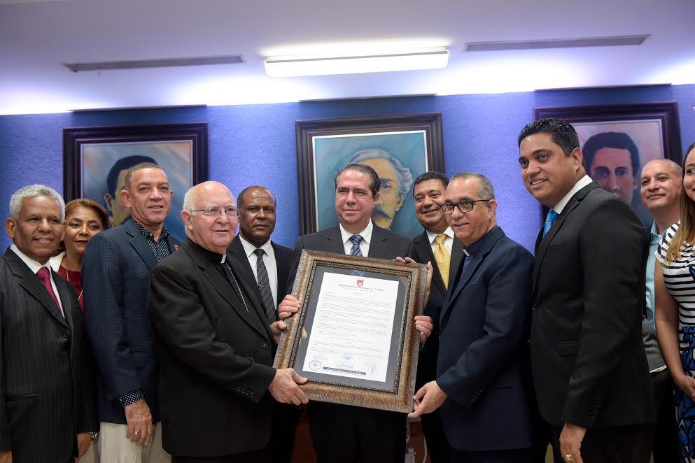 Entidades reconocen a Francisco Javier García  por contribuir al desarrollo económico de La Vega
