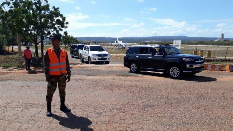 Presidente Medina viaja a Bahía de las Águilas con embajador de Canadá