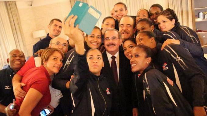 """Danilo Medina agradece a las """"Reinas del Caribe"""" por ser un ejemplo vivo para la juventud"""