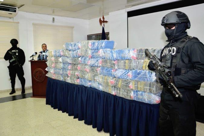 El cargamento confiscado está siendo enviado al Instituto Nacional de Ciencias Forenses (INACIF) para determinar el tipo de droga y su peso exacto.