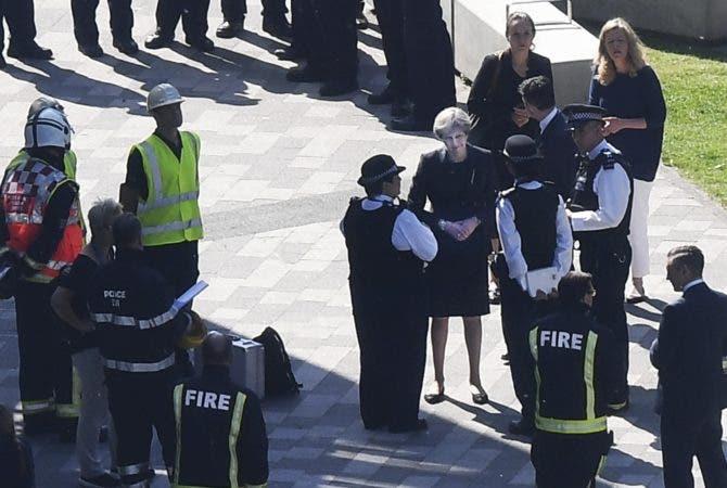 Aumentan a 58 los muertos por incendio en edificio de Londres