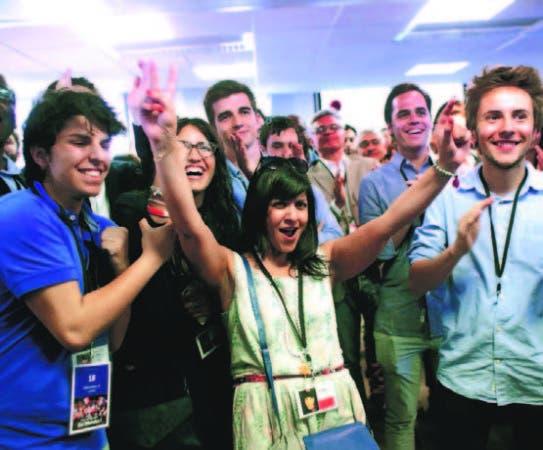 Partido de Macron gana primera vuelta de legislativas, según proyecciones