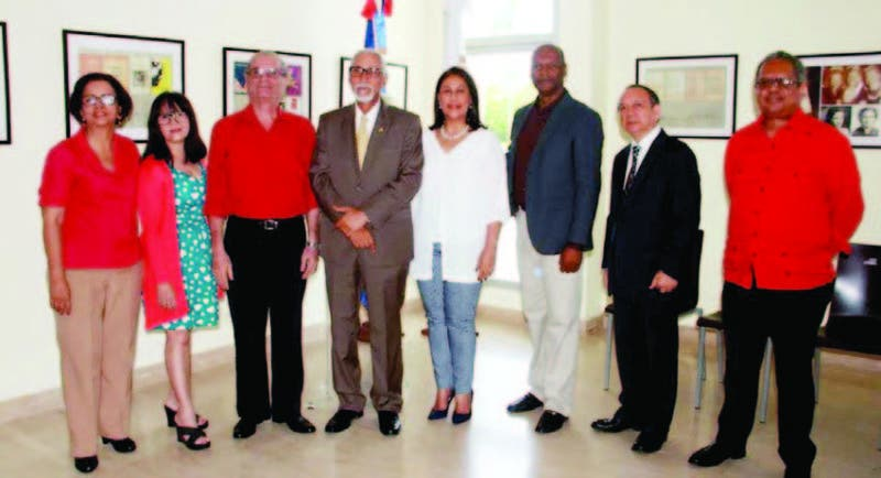 Funcionarios de Cultura junto con algunos de los miembros del jurado de los Pre m i o s .