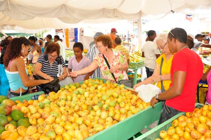 """Con la asistencia de miles de visitantes concluyó este domingo la XIII versión de la fiesta por la cosecha del mango en la República Dominicana """"Expo Mango 2017. Hoy/Fuente Externa 18/6/17"""