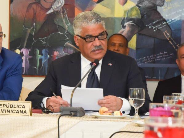 """Cancún, México.- El Ministerio de Relaciones Exteriores (MIREX), reiteró hoy la posición conciliatoria del Gobierno Dominicano, en torno a la crisis política que afecta desde hace meses la República Bolivariana de Venezuela, subrayando que el país, """"lo que nunca hará será intervenir en los asuntos internos de una nación amiga"""". El planteamiento está contenido en una carta enviada por el Canciller Miguel Vargas al Encargado de Negocios y titular interino de la embajada de los Estados Unidos en el país señor Patric Dunn, como respuesta a un artículo publicado este sábado en el matutino Diario Libre, aludiendo la situación venezolana. Hoy/Fuente Externa 18/6/17"""