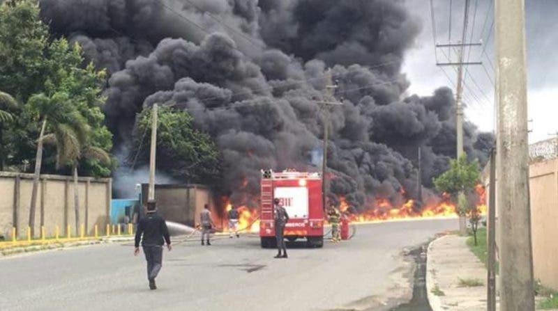 """Choque tanquero incendia empresa Termo Envase zona industrial de Haina"""""""