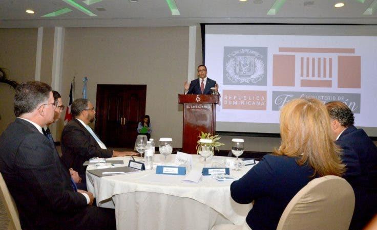 Navarro expuso los fundamentos centrales del trabajo y los objetivos de la mesa público-privada que debatirá el tema educativo.