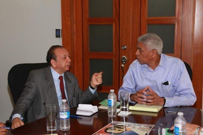 Nelson Guillén y Diómedes Núñez Polanco  hacen acuerdo.