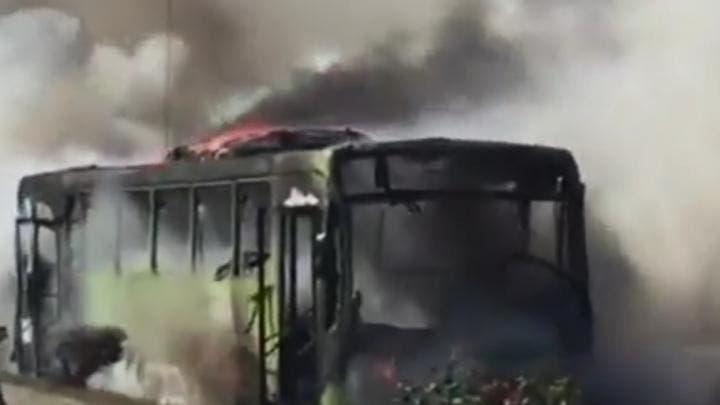 Videos: Varios autobuses quemados durante incendio en el control de la OMSA  en autopista Duarte