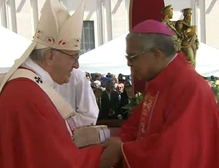 El Papa entregó hoy el Palio Arzobispal a monseñor Francisco Ozoria Acosta