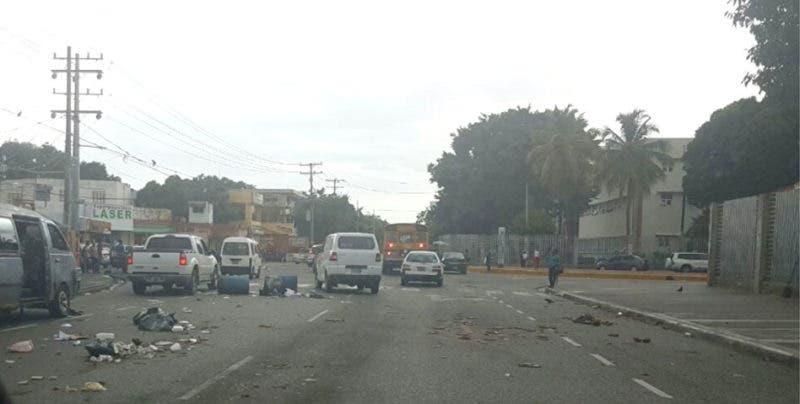 Los disturbios se producen en los alrededores de la UASD/Foto: @capiurtecho