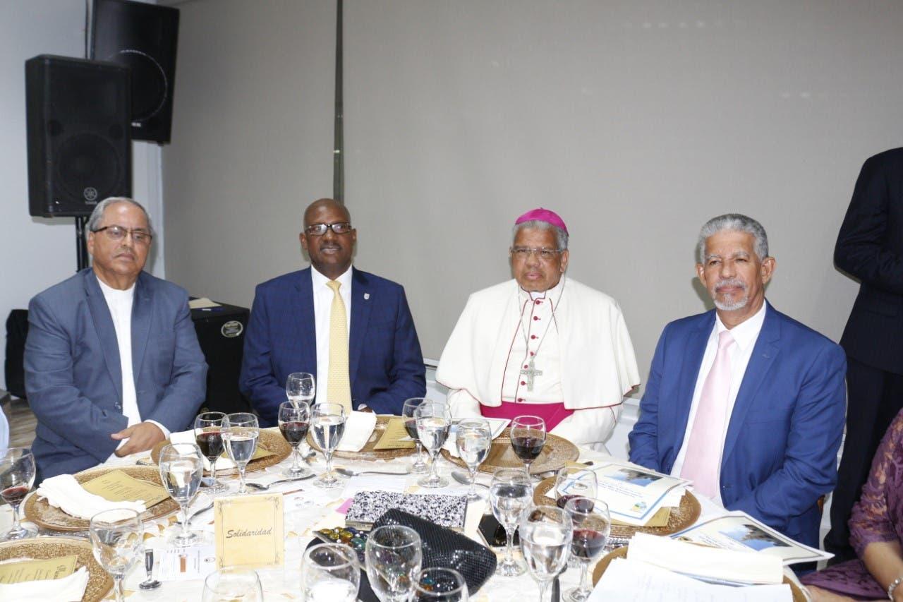 Arzobispo de Santo Domingo y alcalde Alfredo Martinez encabezan encuentro  con empresarios