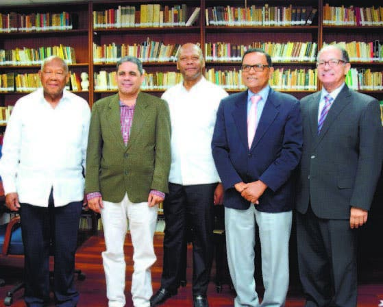 Literatos disertan  sobre la narrativa dominicana