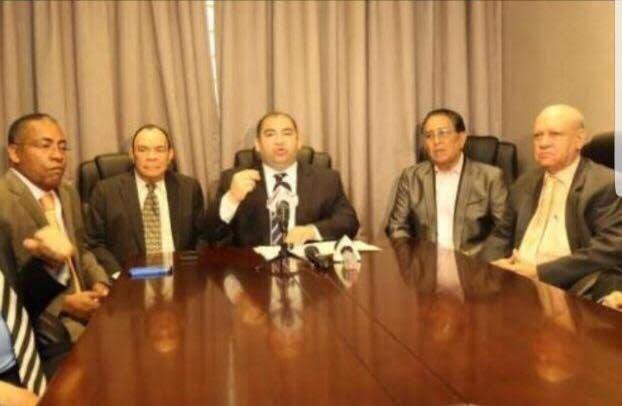 """Comerciantes piden a intelectuales """"dejar trabajar"""" a Danilo Medina"""