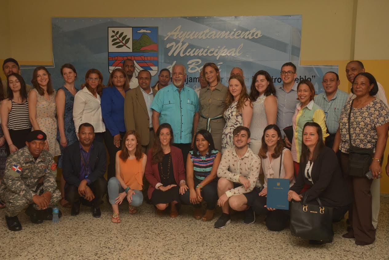 Delegación Comisión Europea conoce experiencia gestión municipal Baní