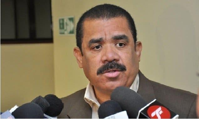 Senador revela que 233 emisoras haitianas interfieren en frontera dominicana