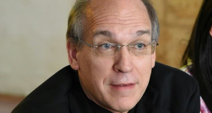 Monseñor Victor Masalles critica a Abinader por fotografiarse con Mía Cepeda