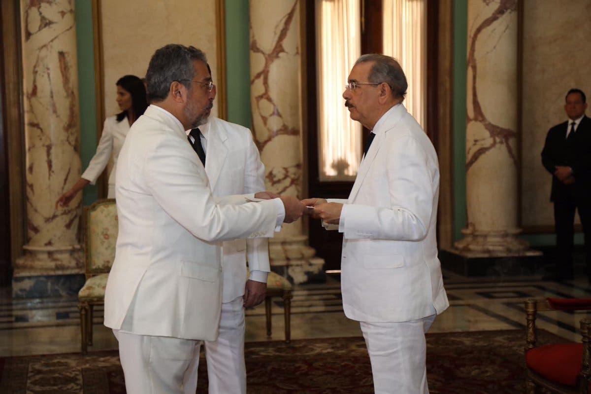Danilo Medina recibe cartas credenciales de nuevos embajadores