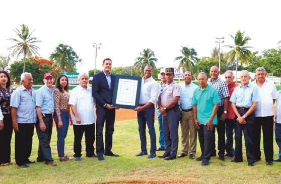 CND remodela el estadio del Club San Jerónimo