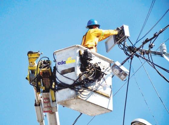 ADIE afirma sistema eléctrico abastece demanda con «holgura»