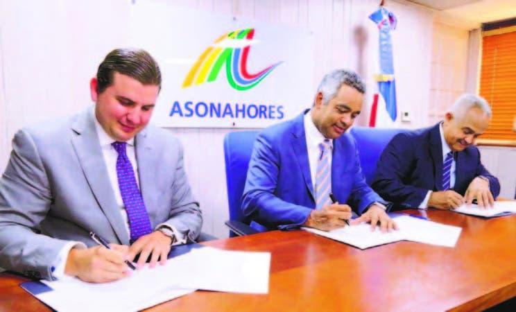 Andrés Marranzini, Joel Santos y Osmar Benítez firman acuerdo