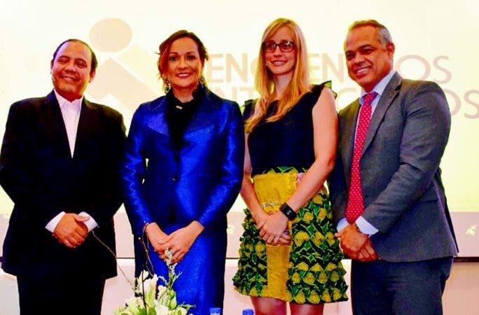 Augusto Romano, Lady Reyes, Ana Karina Cárdenas y Ulises Jiménez, durante Encuentros Interactivos