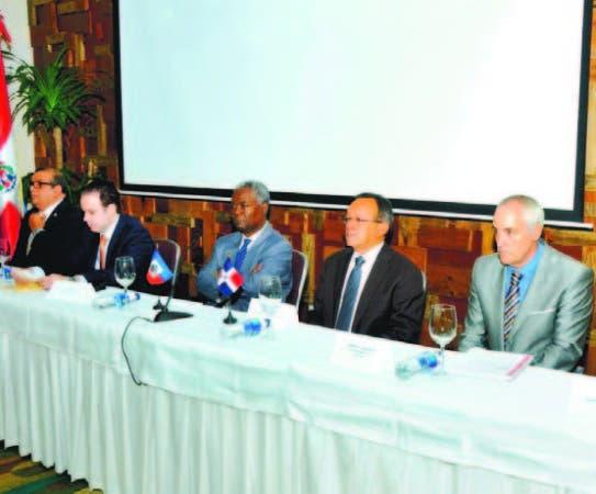 Autoridades de la FAO y del Ministerio de Agricultura en jornada