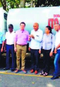 Bisonó entregó camión al alcalde