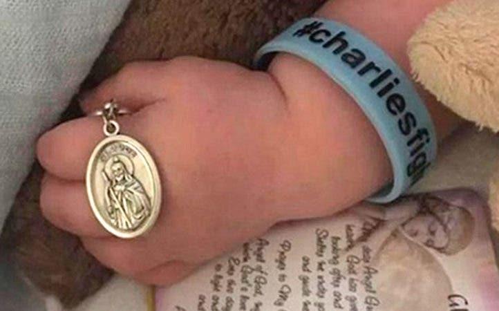 Mano del bebé Charlie Gard. Foto: charliesfight.org.