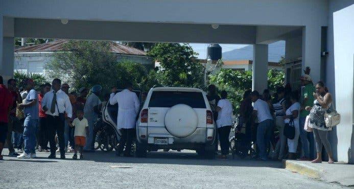 Parientes de internos en el penal se apersonaron para indagar sobre el estado de sus familiares. Foto: Informativos Teleantillas.