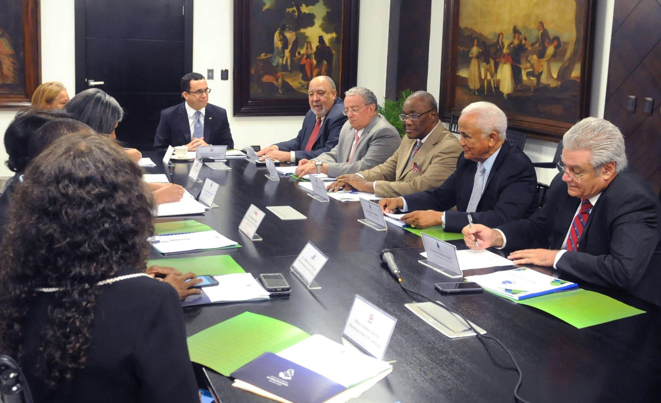Navarro afirma que formación de docentes de excelencia garantizará calidad educativa